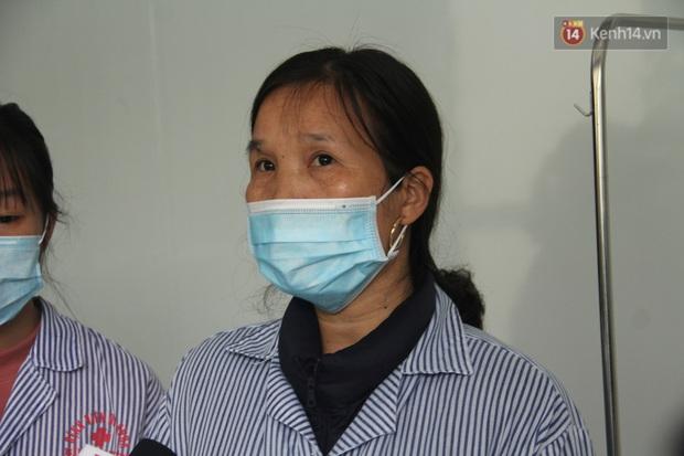 Mẹ và em gái nữ công nhân trở về từ Vũ Hán được xuất viện sau 15 ngày điều trị COVID-19: Thấy bảo mọi người nói con ghê quá, tôi chỉ biết động viên gia đình cố gắng vượt lên - Ảnh 4.