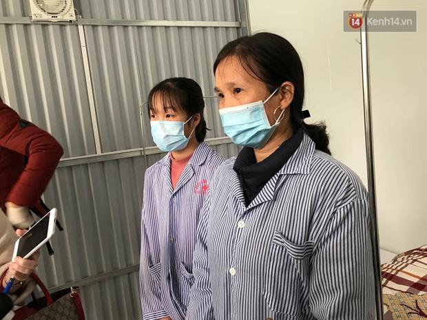 Mẹ và em gái nữ công nhân trở về từ Vũ Hán được xuất viện sau 15 ngày điều trị COVID-19: Thấy bảo mọi người nói con ghê quá, tôi chỉ biết động viên gia đình cố gắng vượt lên - Ảnh 3.
