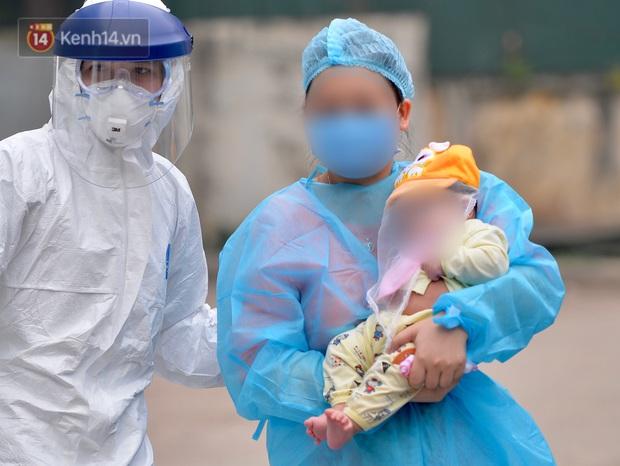 Bé 3 tháng tuổi nhiễm COVID-19 chính thức được xuất viện - Ảnh 3.