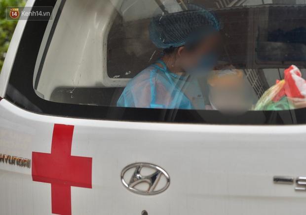 Chùm ảnh: Hành trình 9 ngày điều trị thành công cho bệnh nhi nhỏ tuổi nhất Việt Nam nhiễm COVID-19 - Ảnh 11.