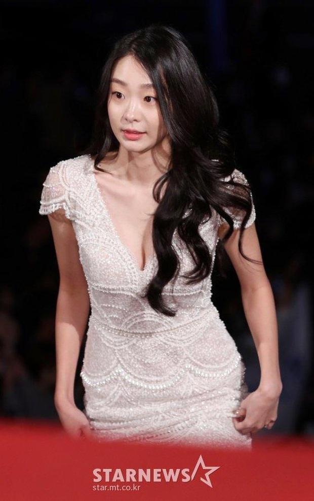 Ngất lịm loạt ảnh nữ quái Kim Da Mi đi thảm đỏ Oscar Hàn: Body nóng bỏng, chân dài 1m7 hóa ra bị Park Seo Joon dìm - Ảnh 7.