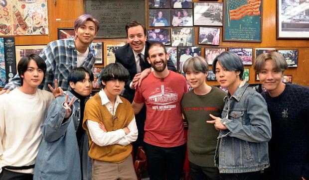 Nhóm nhạc toàn cầu BTS ghé thăm nhà hàng nổi tiếng nhất nhì New York mà không một ai nhận ra, lý do là gì? - Ảnh 2.