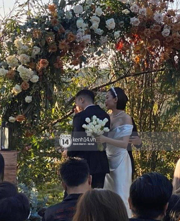 Ngắm 2 bộ váy cưới mới thấy ngưỡng mộ gu thời trang của Tóc Tiên, chiếc nào cũng tinh giản nhưng xinh, sang và gợi cảm quá đỗi - Ảnh 5.