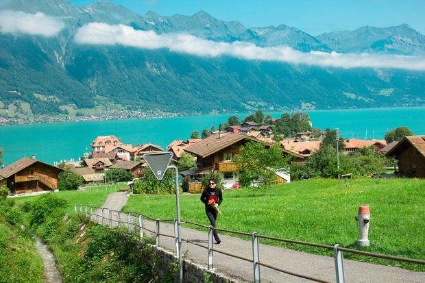 Xuất hiện cả trong Crash Landing On You và MV của Trịnh Thăng Bình, ngôi làng nhỏ bên hồ ở Thuỵ Sĩ đẹp đến mê ảo khiến ai cũng muốn xách vali và đi - Ảnh 3.