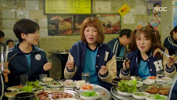 Xem Tầng Lớp Itaewon mới thấy văn hoá ăn nhậu ở Hàn Quốc cầu kỳ như thế nào: Từ chối kèo bị coi là thất lễ, còn có cả lịch tụ tập mỗi tuần - Ảnh 6.