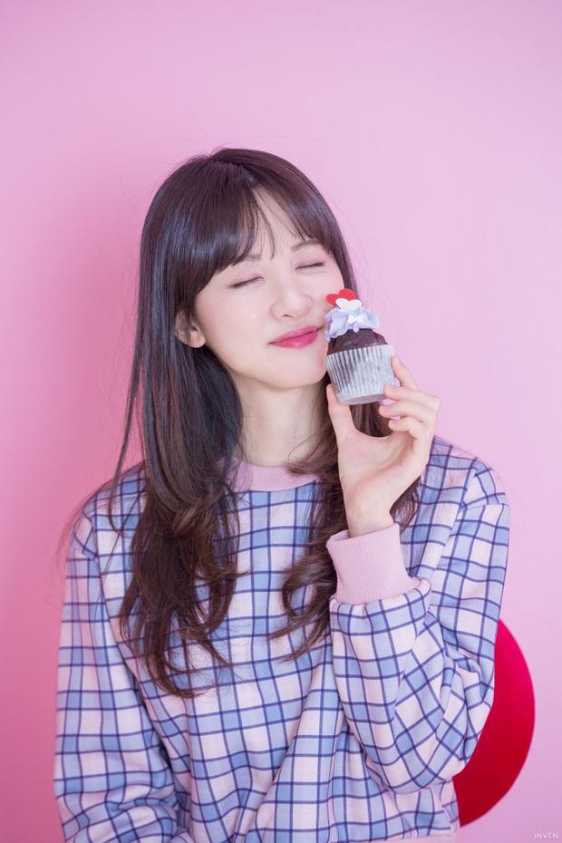 Ngắm trọn nhan sắc tựa thiên thần của nữ MC mới của LCK Kim Min Ah, không chỉ tài năng mà còn vô cùng xinh đẹp - Ảnh 3.