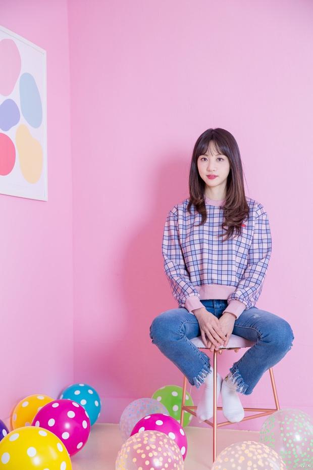 Ngắm trọn nhan sắc tựa thiên thần của nữ MC mới của LCK Kim Min Ah, không chỉ tài năng mà còn vô cùng xinh đẹp - Ảnh 6.