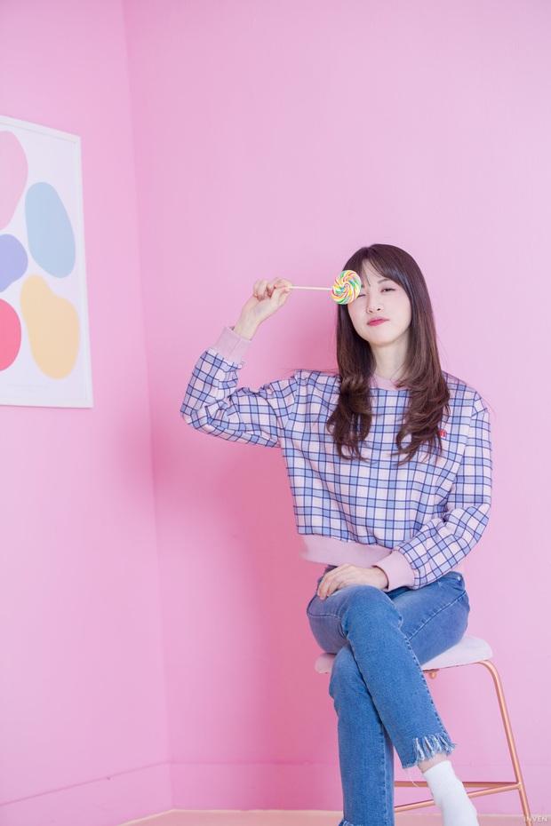 Ngắm trọn nhan sắc tựa thiên thần của nữ MC mới của LCK Kim Min Ah, không chỉ tài năng mà còn vô cùng xinh đẹp - Ảnh 9.