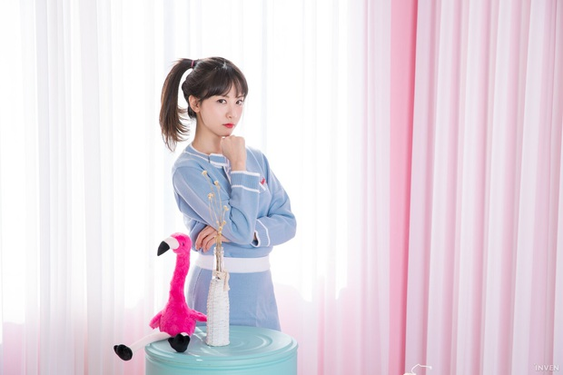 Ngắm trọn nhan sắc tựa thiên thần của nữ MC mới của LCK Kim Min Ah, không chỉ tài năng mà còn vô cùng xinh đẹp - Ảnh 12.