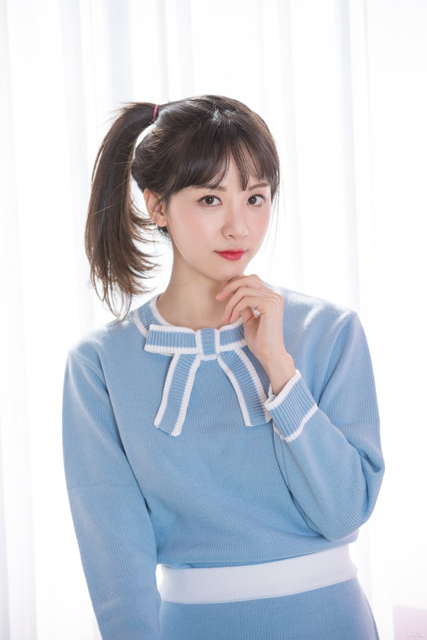 Ngắm trọn nhan sắc tựa thiên thần của nữ MC mới của LCK Kim Min Ah, không chỉ tài năng mà còn vô cùng xinh đẹp - Ảnh 14.