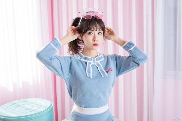 Ngắm trọn nhan sắc tựa thiên thần của nữ MC mới của LCK Kim Min Ah, không chỉ tài năng mà còn vô cùng xinh đẹp - Ảnh 17.