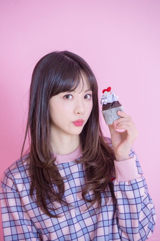 Ngắm trọn nhan sắc tựa thiên thần của nữ MC mới của LCK Kim Min Ah, không chỉ tài năng mà còn vô cùng xinh đẹp - Ảnh 20.