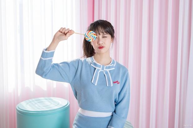 Ngắm trọn nhan sắc tựa thiên thần của nữ MC mới của LCK Kim Min Ah, không chỉ tài năng mà còn vô cùng xinh đẹp - Ảnh 23.