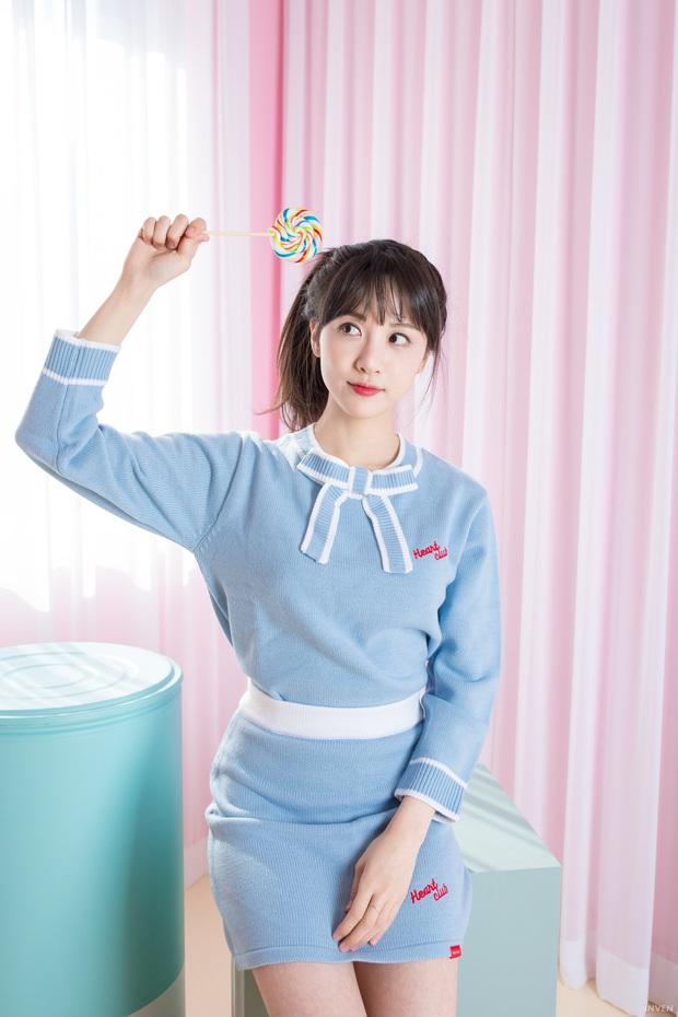 Ngắm trọn nhan sắc tựa thiên thần của nữ MC mới của LCK Kim Min Ah, không chỉ tài năng mà còn vô cùng xinh đẹp - Ảnh 27.