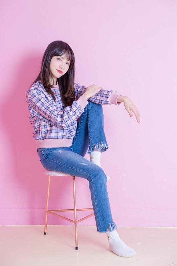 Ngắm trọn nhan sắc tựa thiên thần của nữ MC mới của LCK Kim Min Ah, không chỉ tài năng mà còn vô cùng xinh đẹp - Ảnh 30.