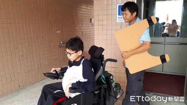 Xúc động chuyện nam sinh bại liệt vẫn quyết tâm đi học mỗi ngày, qua đời trong lúc ngủ trước ngày nhận bằng tốt nghiệp - Ảnh 3.