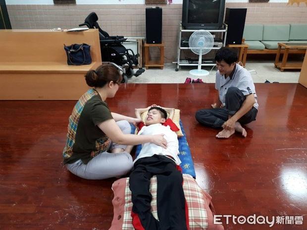 Xúc động chuyện nam sinh bại liệt vẫn quyết tâm đi học mỗi ngày, qua đời trong lúc ngủ trước ngày nhận bằng tốt nghiệp - Ảnh 4.