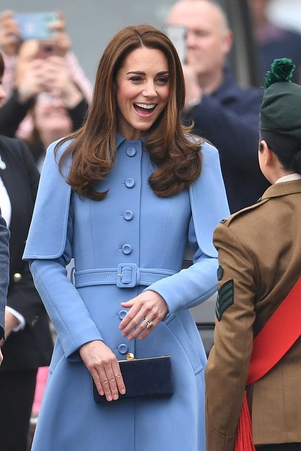 Meghan Markle lại thua đau trước chị dâu Kate trong cuộc chiến mặc đẹp: Đẳng cấp Nữ hoàng tương lai thực sự khác biệt - Ảnh 1.