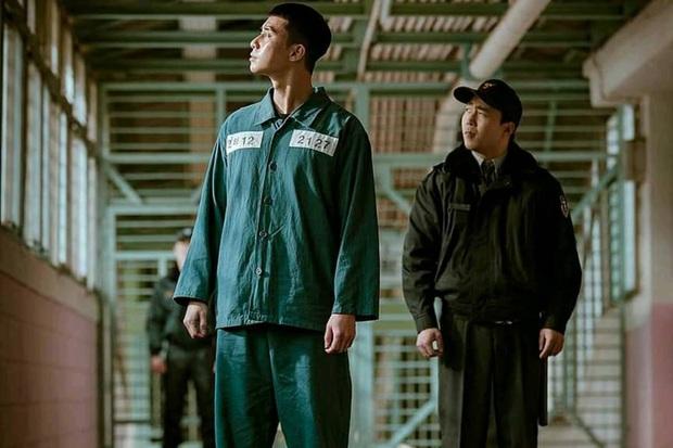 Ở Parasite Park Seo Joon biệt tăm sau khi khoe đi du học, vậy mà đến Tầng Lớp Itaewon vừa mở mắt đã thành tù nhân, ủa? - Ảnh 4.