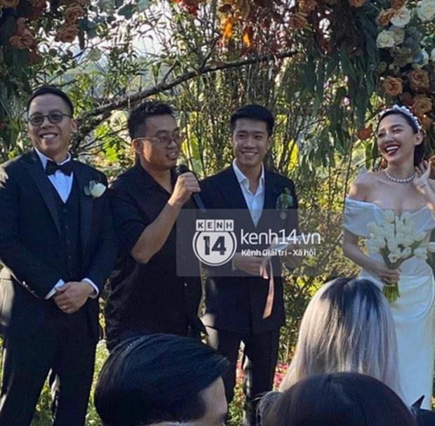 Clip gây sốt: Chú rể Hoàng Touliver chơi nhạc cực ngầu, cô dâu Tóc Tiên cũng bung xoã, quẩy hết mình trong đám cưới - Ảnh 7.