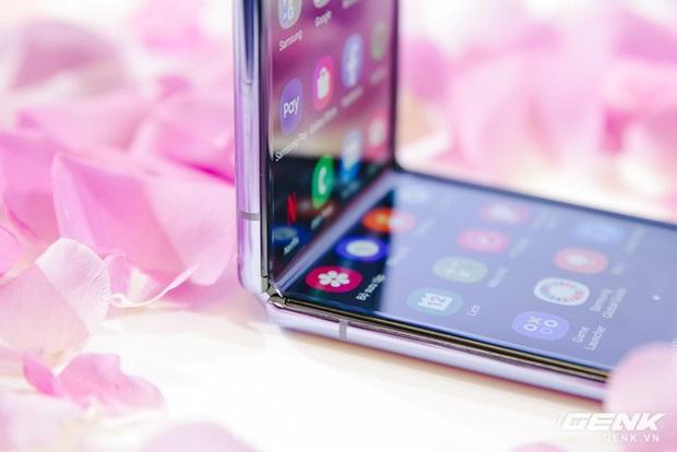 Bí mật đằng sau màn hình của Galaxy Z Flip: có phá vỡ quy tắc vật lý khi kính lại có thể gập và bẻ cong? - Ảnh 8.