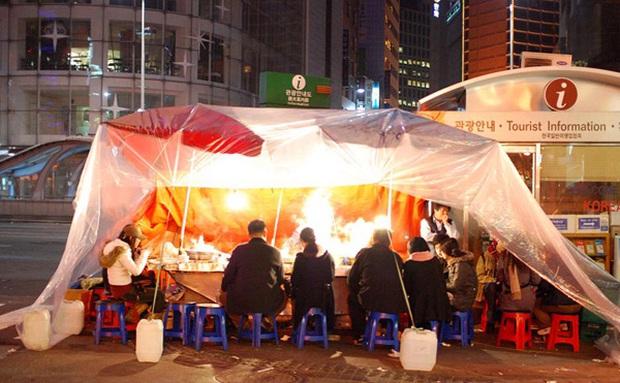 """Tất tần tật về Pojangmacha - văn hoá """"quán cóc"""" ven đường có một không hai ở Hàn Quốc từng gây bão trong nhiều bộ phim đình đám - Ảnh 2."""