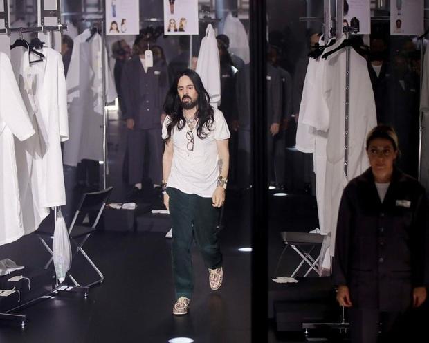 """Gucci bá đạo đến thế là cùng: """"Trưng bày"""" người mẫu trong lồng kính quay tròn khổng lồ, thay đồ ngay trên sân khấu - Ảnh 9."""