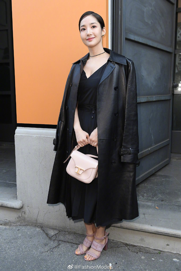 Milan Fashion Week: Park Min Young bỗng hóa một mẩu vì bộ cánh dìm dáng, Han Ye Seul diện váy sến nhưng vẫn đẹp - Ảnh 1.