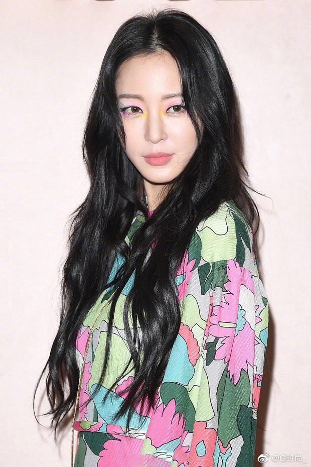 Milan Fashion Week: Park Min Young bỗng hóa một mẩu vì bộ cánh dìm dáng, Han Ye Seul diện váy sến nhưng vẫn đẹp - Ảnh 7.