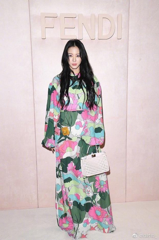 Milan Fashion Week: Park Min Young bỗng hóa một mẩu vì bộ cánh dìm dáng, Han Ye Seul diện váy sến nhưng vẫn đẹp - Ảnh 6.
