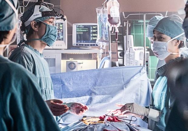 """Nhanh tay """"cày"""" Người Thầy Y Đức: Series xứng đáng là chuẩn mực phim y khoa xứ Hàn! - Ảnh 4."""