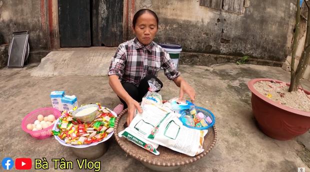 Nghe bà Tân Vlog bảo làm bánh đơ-lút thì thách ai đoán được là gì, hoá ra là món ăn vặt quen thuộc mà nhiều bạn trẻ yêu thích - Ảnh 1.