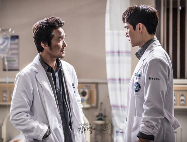 """Nhanh tay """"cày"""" Người Thầy Y Đức: Series xứng đáng là chuẩn mực phim y khoa xứ Hàn! - Ảnh 3."""