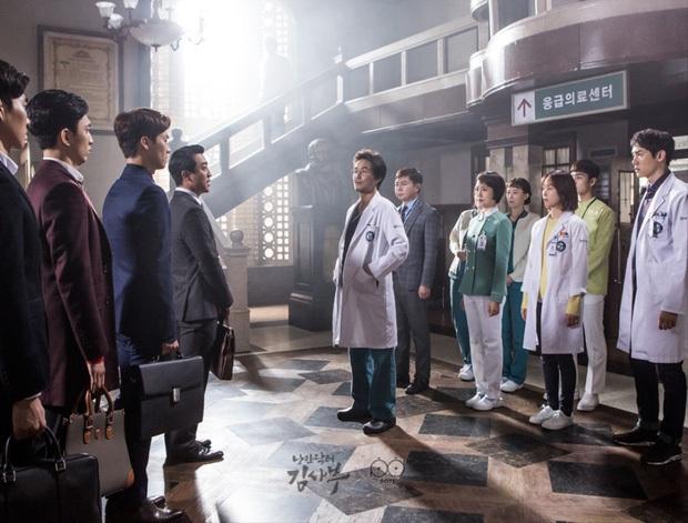 """Nhanh tay """"cày"""" Người Thầy Y Đức: Series xứng đáng là chuẩn mực phim y khoa xứ Hàn! - Ảnh 7."""