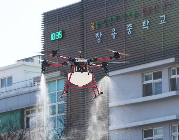 Thành phố Daegu vắng lặng đìu hiu sau khi trở thành tâm dịch lớn nhất Hàn Quốc, Seoul cấm tụ tập đông người để ngăn virus corona lây lan - Ảnh 9.
