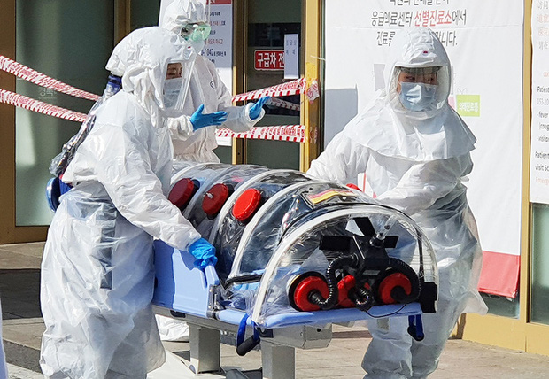 Thành phố Daegu vắng lặng đìu hiu sau khi trở thành tâm dịch lớn nhất Hàn Quốc, Seoul cấm tụ tập đông người để ngăn virus corona lây lan - Ảnh 2.