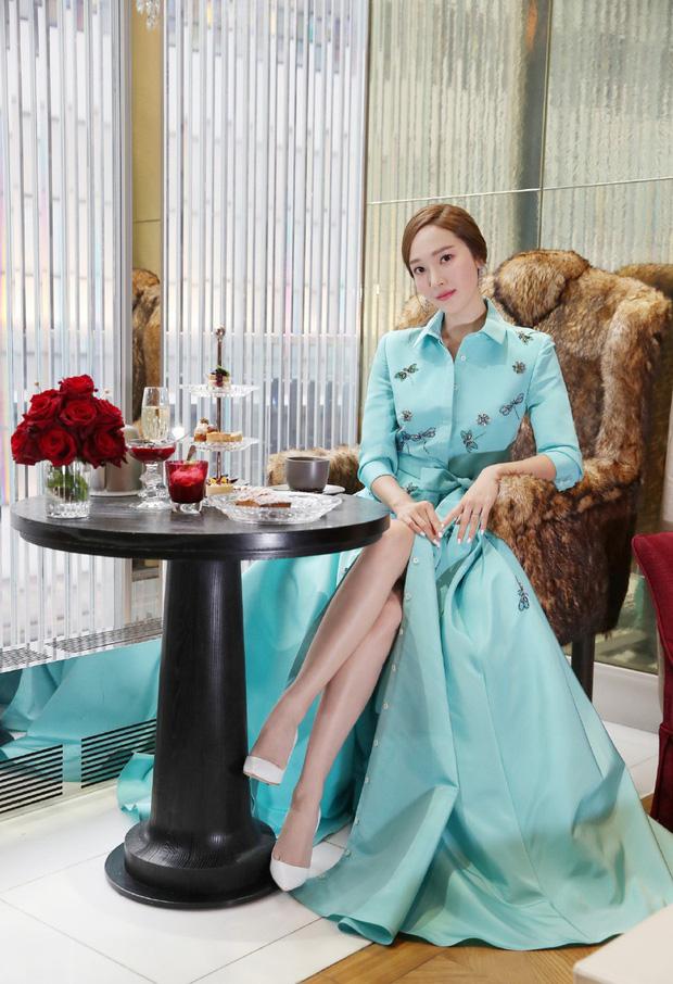 Xem bộ ảnh mới nhất của Jessica, Cnet ngộp thở trong khí chất sang chảnh và thần thái quý tộc của cô nàng - Ảnh 1.