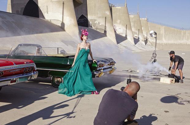 BTS quay MV mới tại địa điểm nổi tiếng ở Mỹ, từng được thí sinh Americas Next Top Model phơi nắng chụp hình - Ảnh 4.