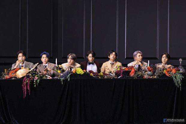 BTS khiến cả thế giới dậy sóng vì comeback, nhưng netizen chỉ dán mắt vào màn lộ hàng của em út Jungkook - Ảnh 6.
