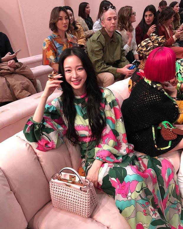 Milan Fashion Week: Park Min Young bỗng hóa một mẩu vì bộ cánh dìm dáng, Han Ye Seul diện váy sến nhưng vẫn đẹp - Ảnh 8.