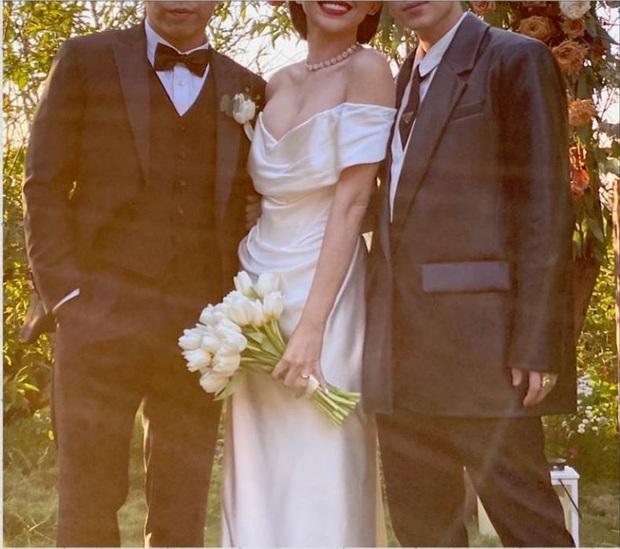 Sau hôn lễ kín đáo, nhẫn cưới của Tóc Tiên và Hoàng Touliver vô tình được hé lộ: Đúng tiêu chí của vợ chồng son! - Ảnh 3.