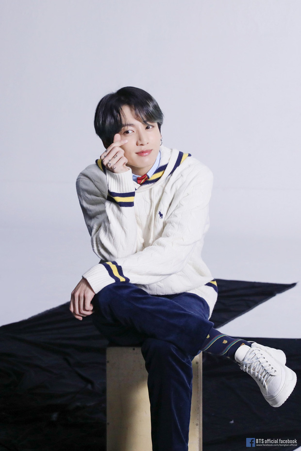 BTS khiến cả thế giới dậy sóng vì comeback, nhưng netizen chỉ dán mắt vào màn lộ hàng của em út Jungkook - Ảnh 8.