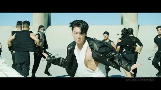 Choáng ngợp với màn tái xuất của BTS: visual và giai điệu cực đỉnh nhưng vũ đạo đông dân cùng cả trăm vũ công mới làm fan khó thở! - Ảnh 7.
