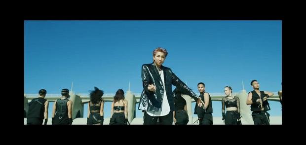 Choáng ngợp với màn tái xuất của BTS: visual và giai điệu cực đỉnh nhưng vũ đạo đông dân cùng cả trăm vũ công mới làm fan khó thở! - Ảnh 6.