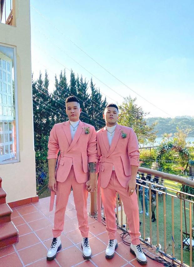 Bộ đôi LGBT nổi tiếng, từng hợp tác với toàn sao cỡ bự Vbiz cầu hôn trong đám cưới Tóc Tiên sau 8 năm yêu - Ảnh 3.