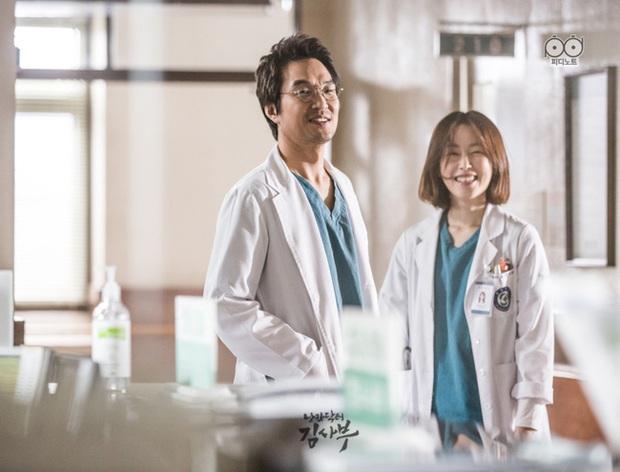 """Nhanh tay """"cày"""" Người Thầy Y Đức: Series xứng đáng là chuẩn mực phim y khoa xứ Hàn! - Ảnh 2."""