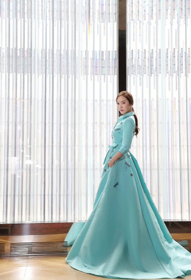 Xem bộ ảnh mới nhất của Jessica, Cnet ngộp thở trong khí chất sang chảnh và thần thái quý tộc của cô nàng - Ảnh 5.