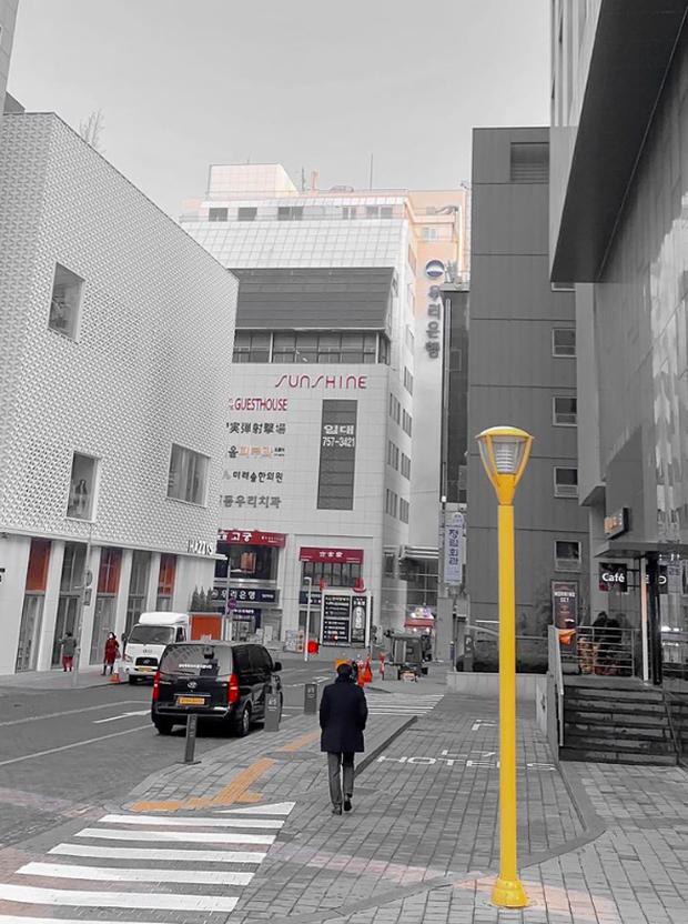Đi Hàn Quốc đúng lúc dịch virus Corona bùng phát, BB Trần ghi lại được quang cảnh vắng vẻ hiếm thấy ở con phố đông đúc bậc nhất Seoul - Ảnh 5.