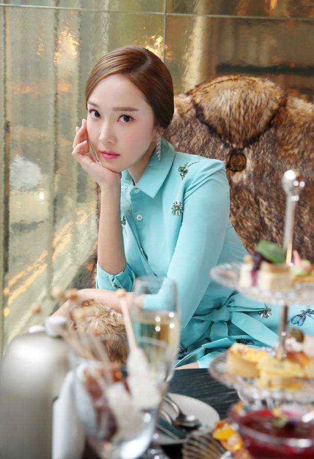 Xem bộ ảnh mới nhất của Jessica, Cnet ngộp thở trong khí chất sang chảnh và thần thái quý tộc của cô nàng - Ảnh 3.