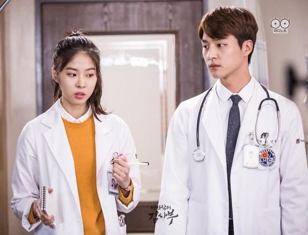 """Nhanh tay """"cày"""" Người Thầy Y Đức: Series xứng đáng là chuẩn mực phim y khoa xứ Hàn! - Ảnh 14."""